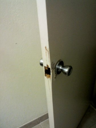 Ramada Hialeah/Miami Airport: kicked in door (someone really had to go :) )