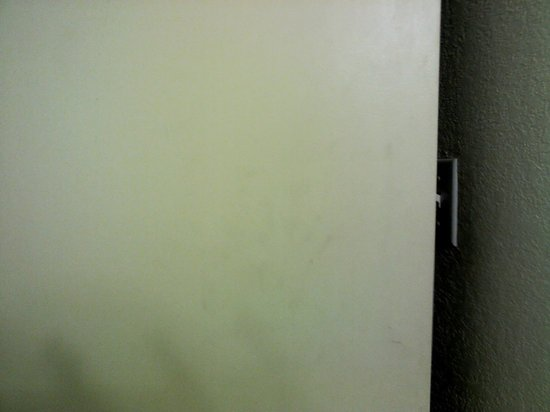 Ramada Hialeah/Miami Airport: Finger marks on door (hard to see with camera used)