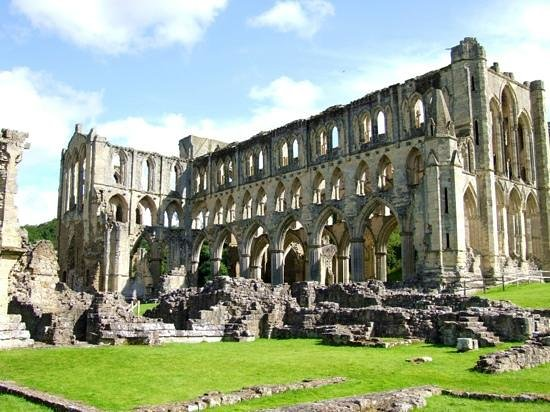 Rievaulx Abbey: valley of beauty