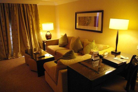 Movenpick Resort Petra: 広々としたリビングスペース
