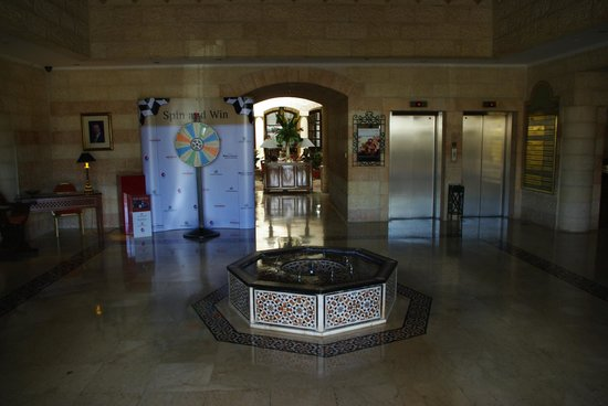 Moevenpick Resort Petra: 1階ロビー