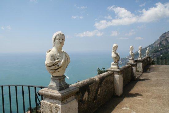 Villa Cimbrone Gardens: Vista do mar mediterrâneo na Vila Cimbrone, Ravelo