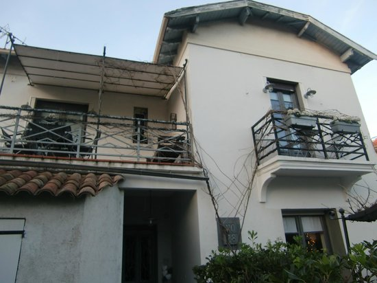 No28 : The front of the villa