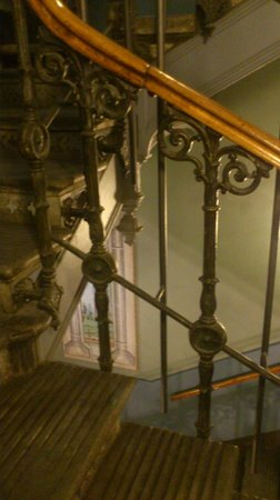 Lady Hamilton Hotel: Detail of staircase