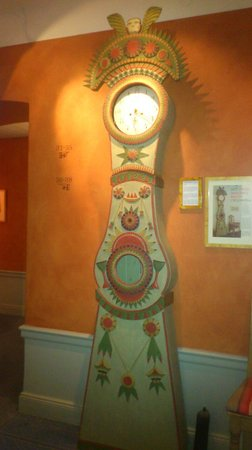 Lady Hamilton Hotel: Grandfather's clock