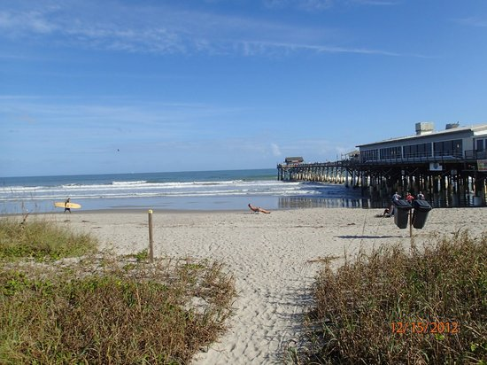 La Quinta Inn & Suites Cocoa Beach Oceanfront: beach 