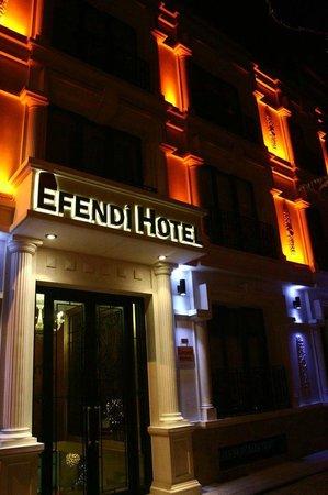"""Nowy Efendi Hotel """"Special Class"""": Fachada del hotel - cuidado con las escaleras de la entrada"""
