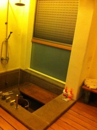 Papaya River B&B: big bathtub! are you ready for a spa?