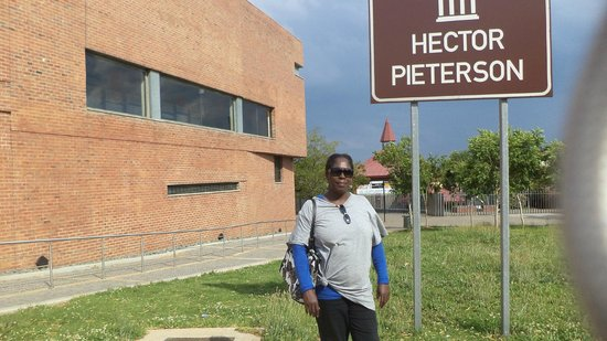 Hector Pieterson Müzesi: Outside the Hector Pieterson Museum in Soweto