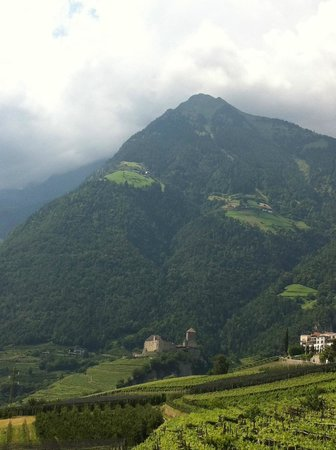 Hotel Castel: Nearby Mountain, Right