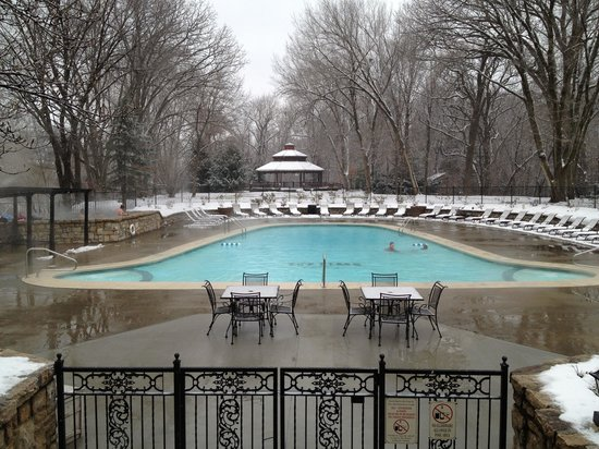 The Elms Hotel and Spa: Elms new pool heated to 90 degrees New Years Eve.