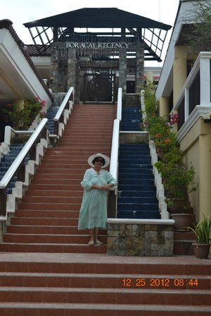 Henann Regency Resort & Spa: beach front stairs to suites