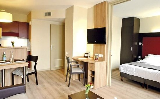 Appart'City Confort Genève Divonne-les-Bains: Park&Suites Prestige Divonne les Bains - Junior Suite