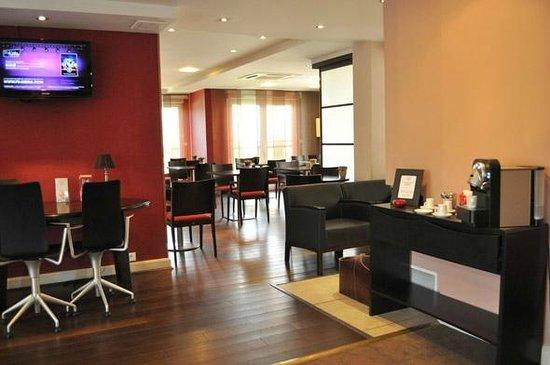 Appart'City Confort Geneve Divonne-les-Bains: Park&Suites Prestige Divonne les Bains - Breakfast