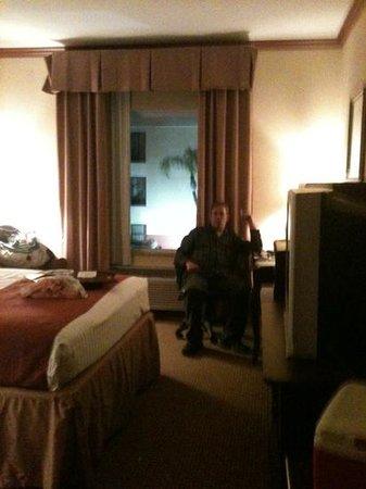 BEST WESTERN PLUS Northshore Inn: relaxing in our room