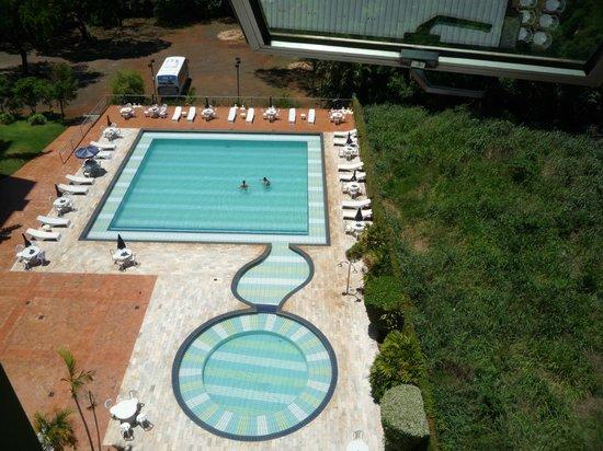 Falls Galli Hotel: Pileta, vista de un 4 piso, excelente.....
