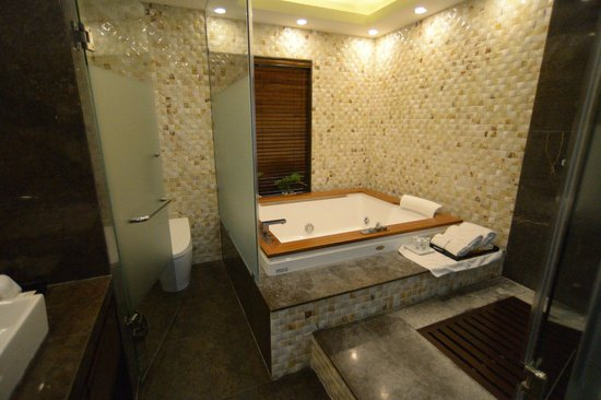 Golden Silk Boutique Hotel: Bathroom of presidential suite