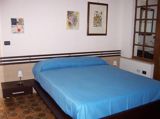 Il Dammuso vacanze short lets: Bedroom 1
