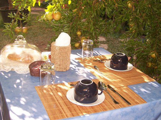 Il Dammuso vacanze short lets: Breakfast in the garden