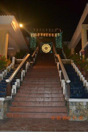 Henann Regency Resort & Spa: the famous facade ny the beach