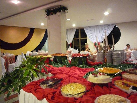 Falls Galli Hotel: Muy amplio, cómodo....desayuno y cena abundante y calidad....