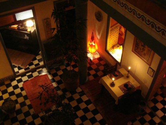 Hotel Les Matins Bleus: patio