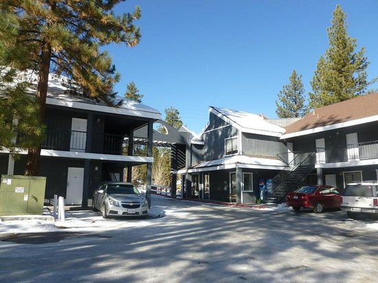 Travelodge Big Bear Lake CA: Parking area