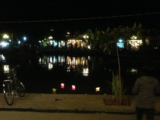 Hong Phuc: view of Hoai river from the restaurant on New Year's Eve
