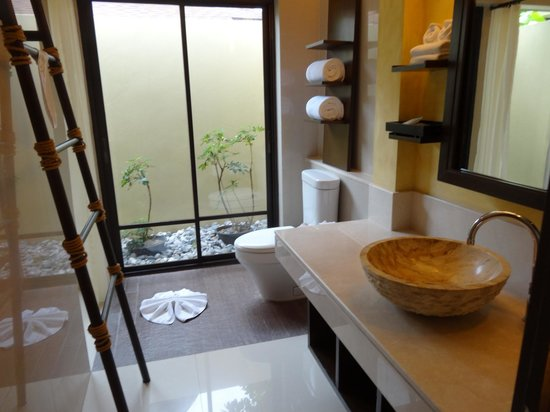 Movenpick Resort Laem Yai Beach Samui: bathroom