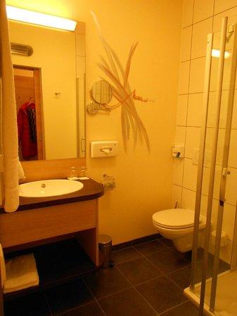 Das Himberg: bathroom