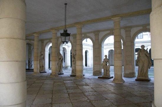 Interni Di Villa Pisani : Vista dallinterno della villa foto di museo nazionale di villa