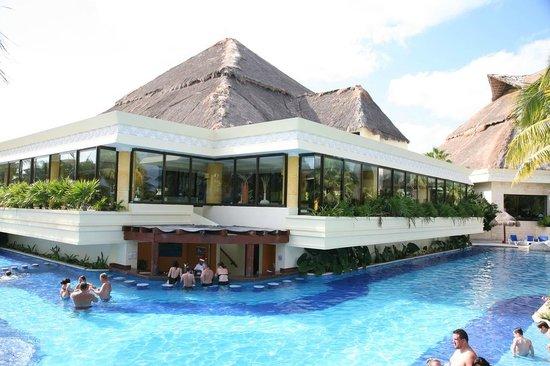 Luxury Bahia Principe Akumal Don Pablo Collection : Pool Bar
