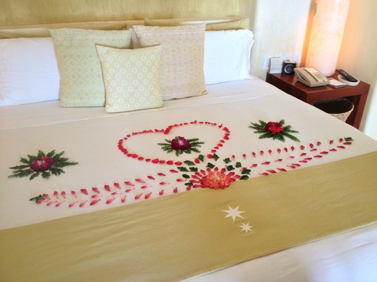 Cala de Mar Resort & Spa Ixtapa: Bed Decoration