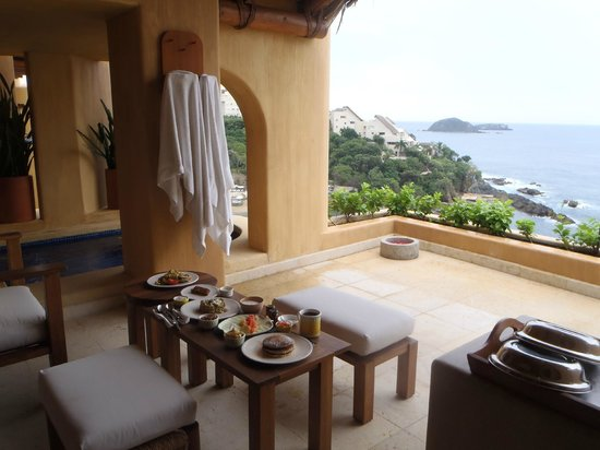 Cala de Mar Resort & Spa Ixtapa: Capella Oceanfront Junior Suite terrace