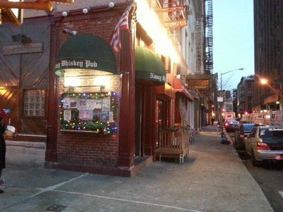 Nancy Whiskey Pub: Gatuvy