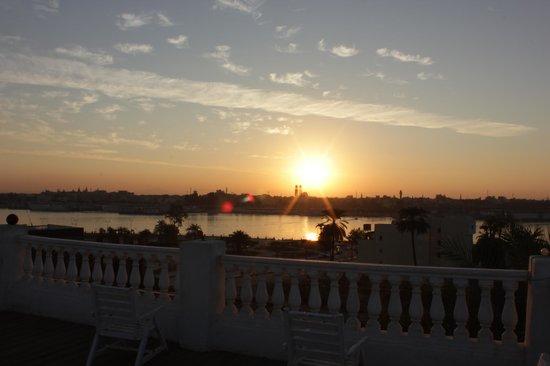 Ramsess Hotel: Alba sul Nilo dal terrazzo