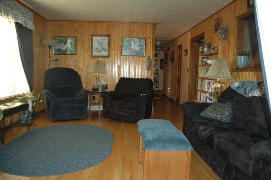Rocky Acres Inn B&B: Comfortable Living Room 
