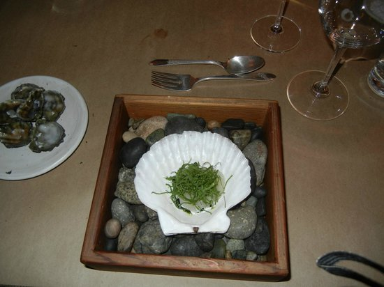 Willows Inn Restaurant: Scallop in Cedar Box