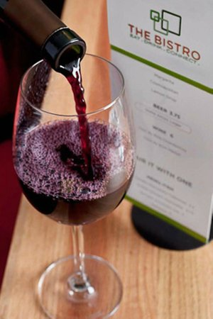Courtyard Phoenix Mesa: Enjoy Wine and Spirits in the Bistro