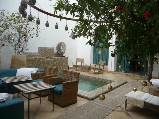 Ryad Dyor: Patio et piscine