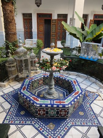Riad Dar Sbihi: Court yard