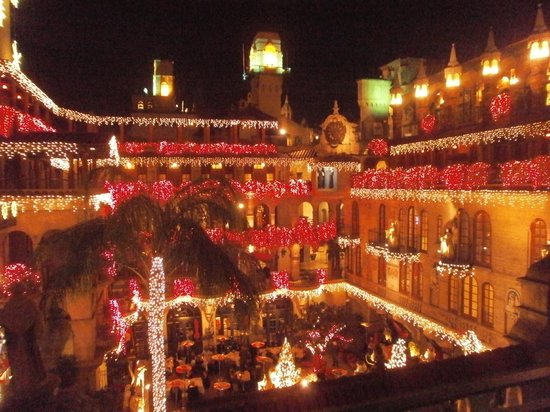 The Mission Inn Hotel and Spa: spanish patio at night