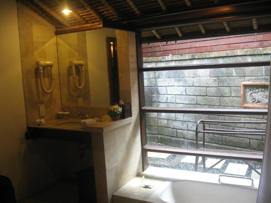 Hotel Santika Premiere Beach Resort Bali: Bathroom