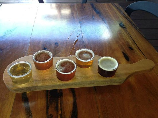 Cheeky Monkey Brewery and Cidery: beer tasting paddle