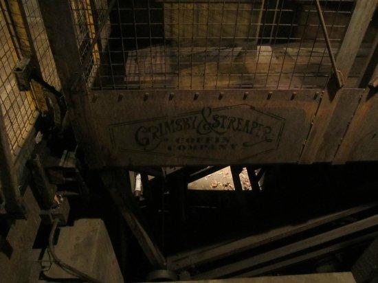 Ripley's Haunted Adventure: Grimsby & Streaper Casket Co!