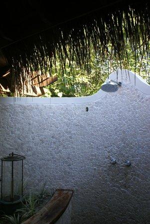 Constance Moofushi: Die Dusche