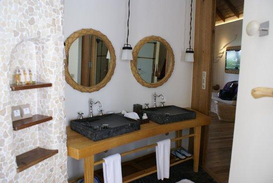 Constance Moofushi: Das offene Badezimmer