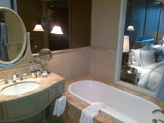 Hotel Muse Bangkok Langsuan, MGallery Collection: Bathroom