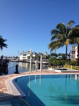 Naples Bay Resort: view from the pool