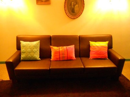 Margarida da Praça: Sofa by the lift.